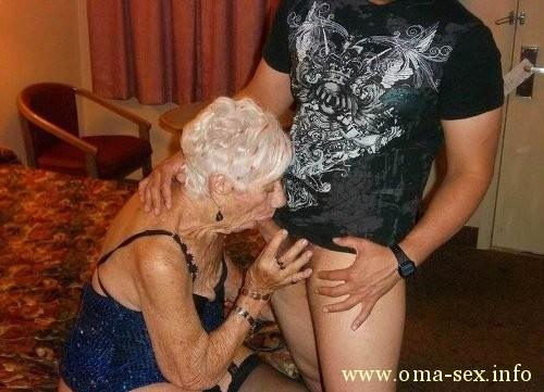 www.Junge Frauen Pornos .de blowjob von der oma