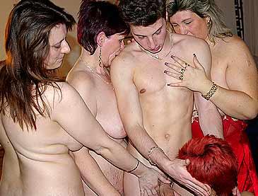 sex auf der party muschis von älteren frauen