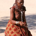 Oma Sex in Afrika: Omas und MILFs ficken - eine echte Ehre für junge potente Stammeskrieger