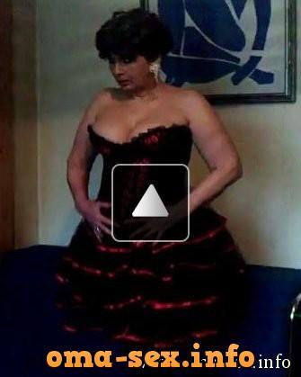Sexy Oma im Aussendienst sucht Fick und Übernachtungsmöglichkeit