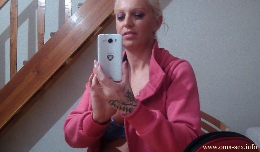 blonde Fickstute