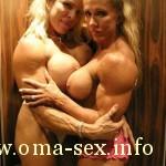 Nackte lesbische MILF Bodybuilderinnen zeigen alles