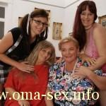 Omas und Hausfrauen beim Lesbensex