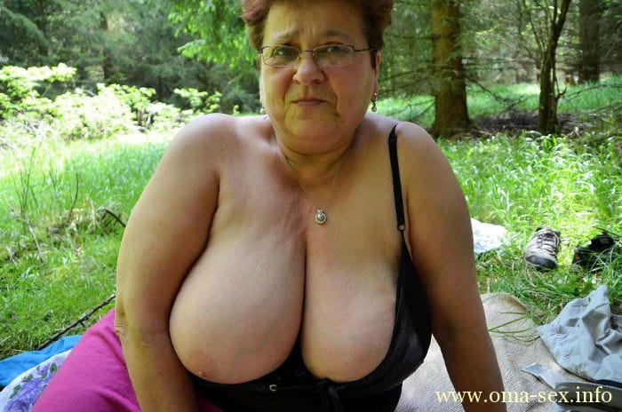 click here and see Oma mit dicken Hupen